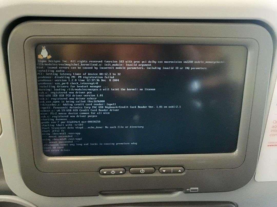 Linux p/ end user: no sistema de entretenimento do avião. Agora vai! 2016 será o ano do Linux no desktop. #nerd #linux by marcogomes
