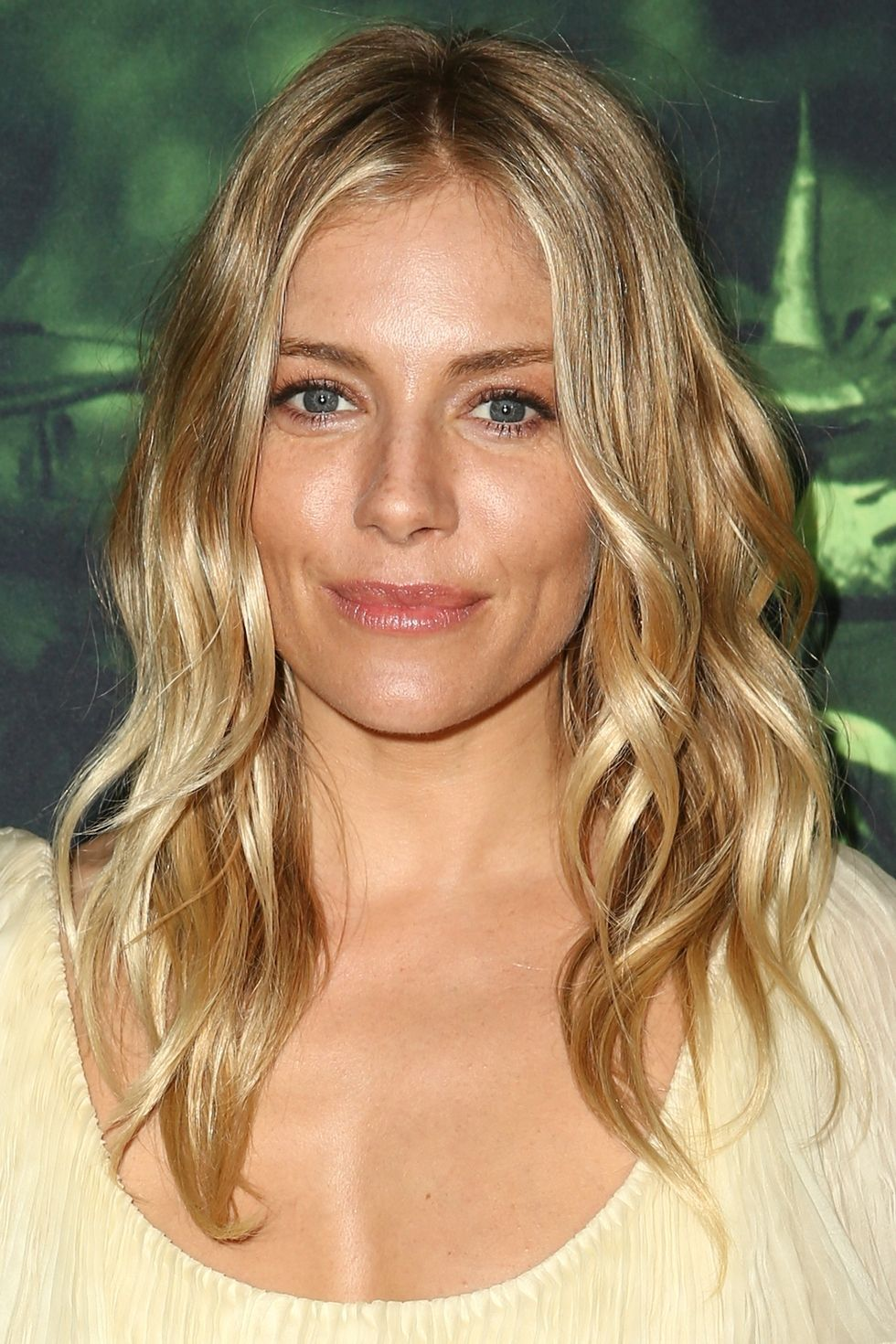 best medium hairstyles and shoulder length haircuts of