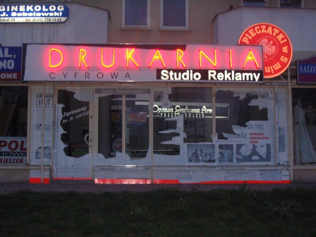 Drukarnia Studio Reklamy Minsk Mazowiecki Warszawska 111 8 Witryna Lokalu Uslugowego Zdjecie Archiwalne Neon Signs Neon Signs