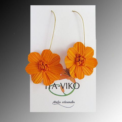 eb41afea9745 Aretes de hoja de maíz color naranja  Earrings  Aretes  Handmade  Jewelry   Fashion  Moda  Accesorios