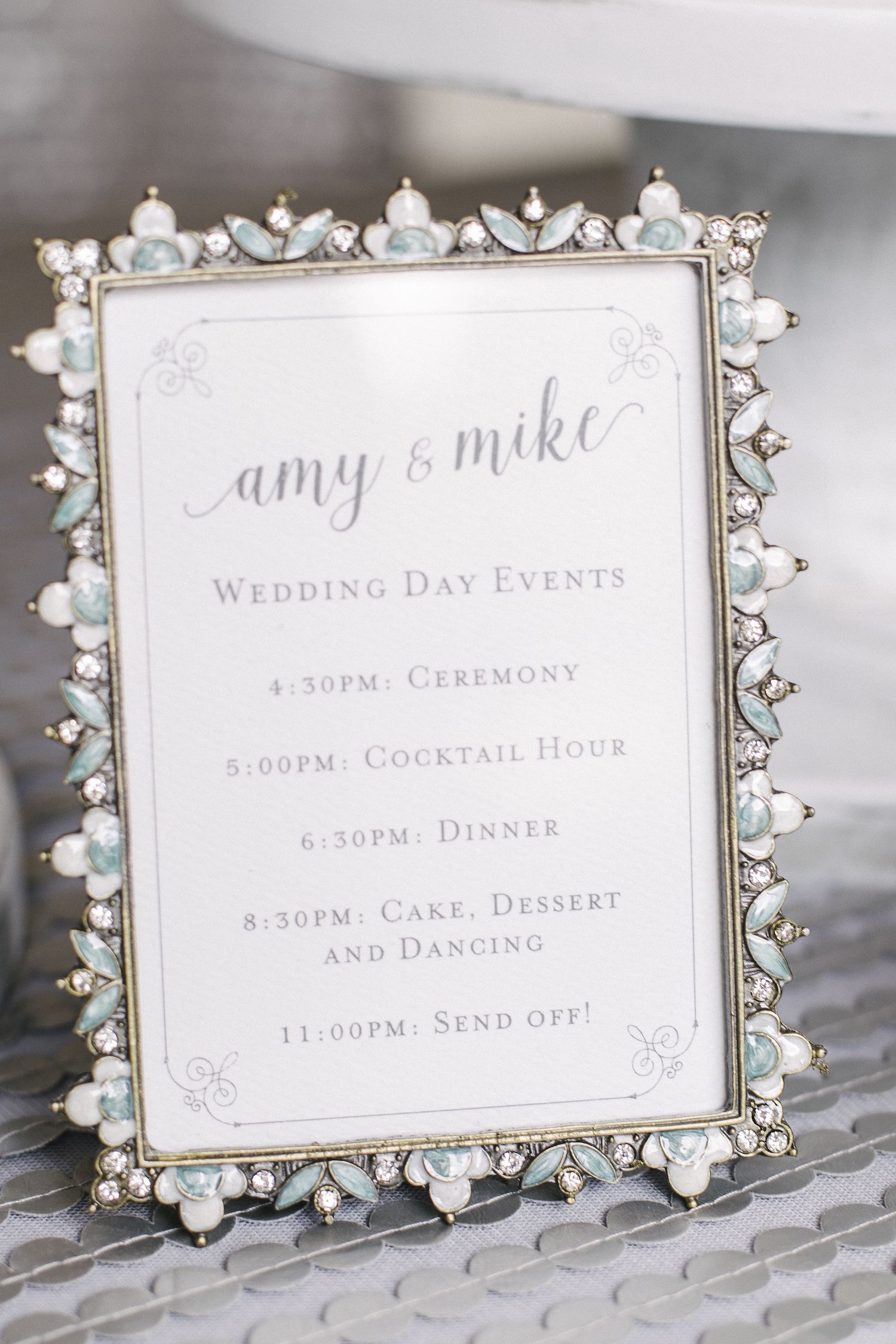 Sweet wedding timeline for guests to have an idea of the