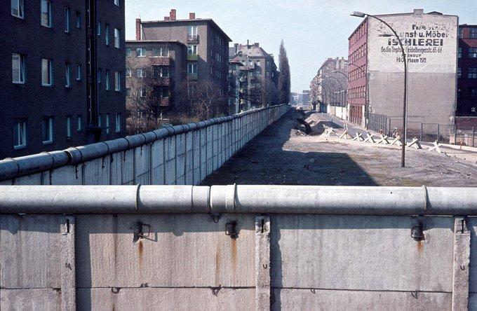 1972 Blick In Die Heidelberger Strasse Rechts Ost Und Links West In 2020 Spandau Berlin Location History