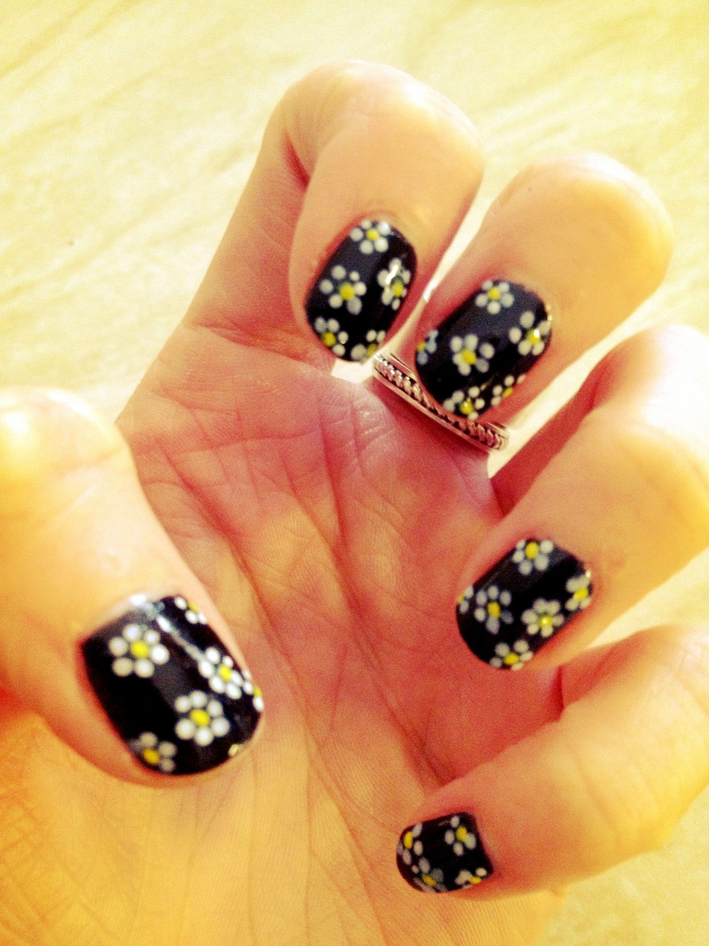 Daisy flowers nail art using white and yellow nail art pens | Nail ...