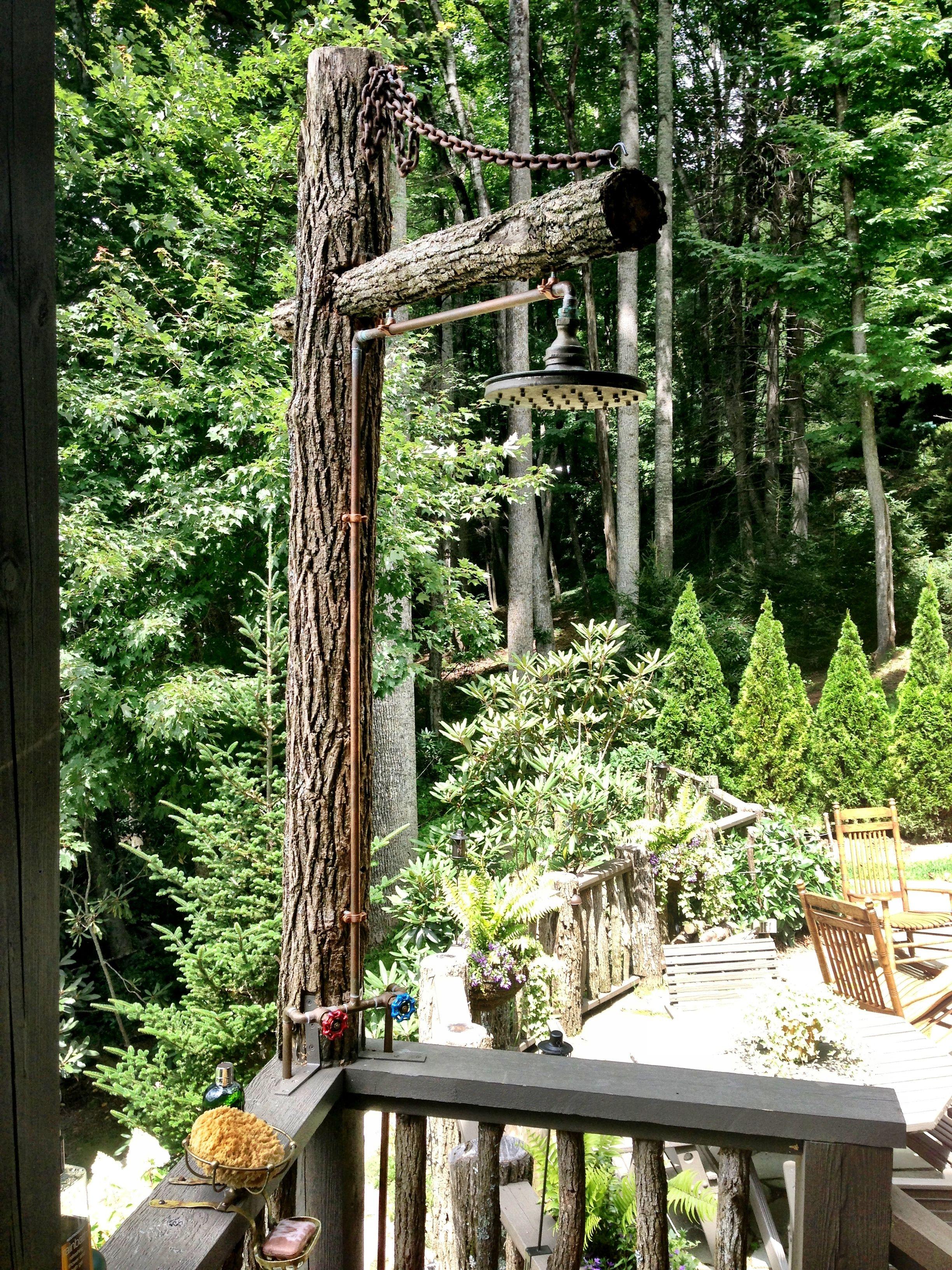 rustic outdoor garden shower diese rustikale idee kann super mit der edelstahldusche trombone. Black Bedroom Furniture Sets. Home Design Ideas
