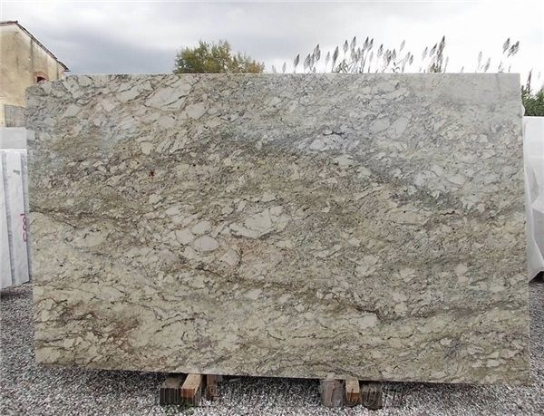 African Tobacco Granite Slabs From Italy Stonecontact Com Granite Slab Slab Granite Kitchen