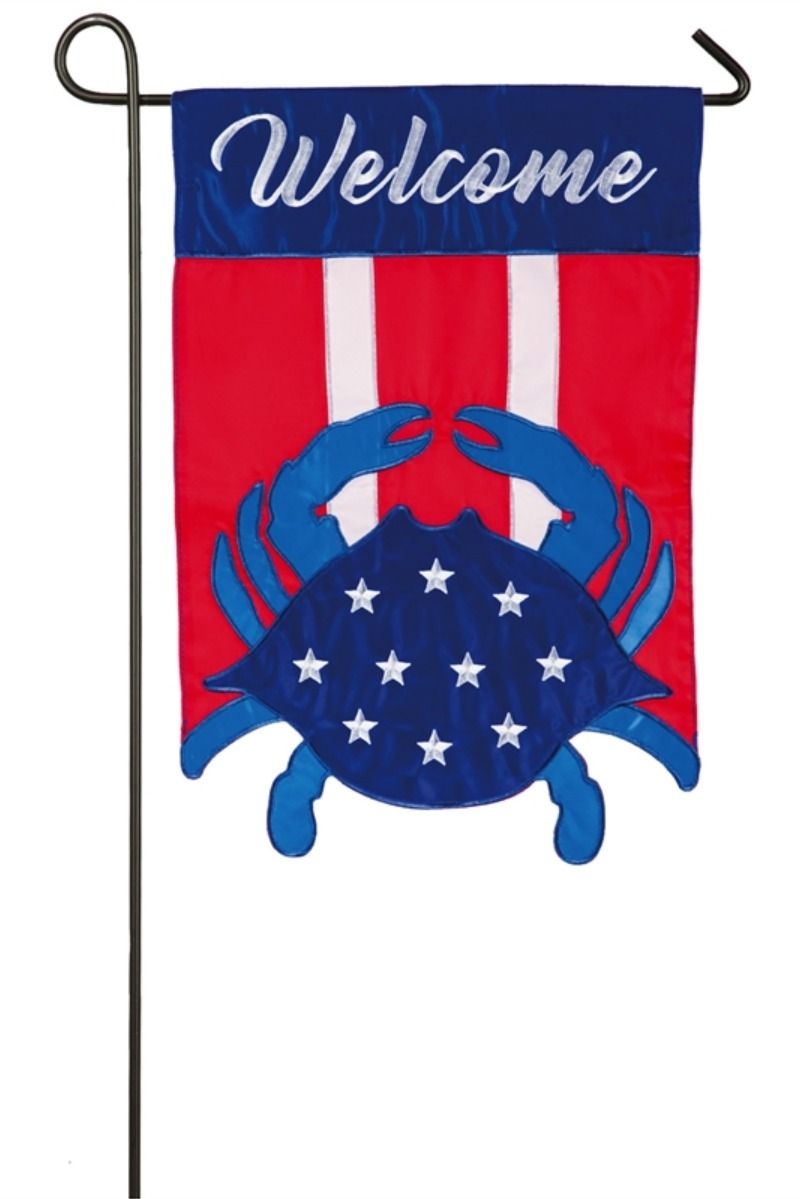 Greet Guests In Style With This Americana Crab Welcome Applique Garden Flag Eye Catching Embellishments And Intricate Deta In 2020 Americana Garden Flags Bold Artwork