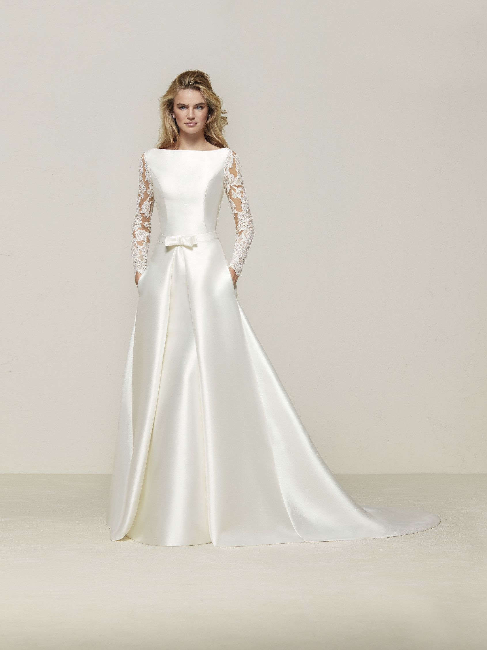 e0212dd6f0 Drales  Elegante vestido de novia de corte sirena en mikado con manga larga  y espalda de efecto tatuaje - Pronovias