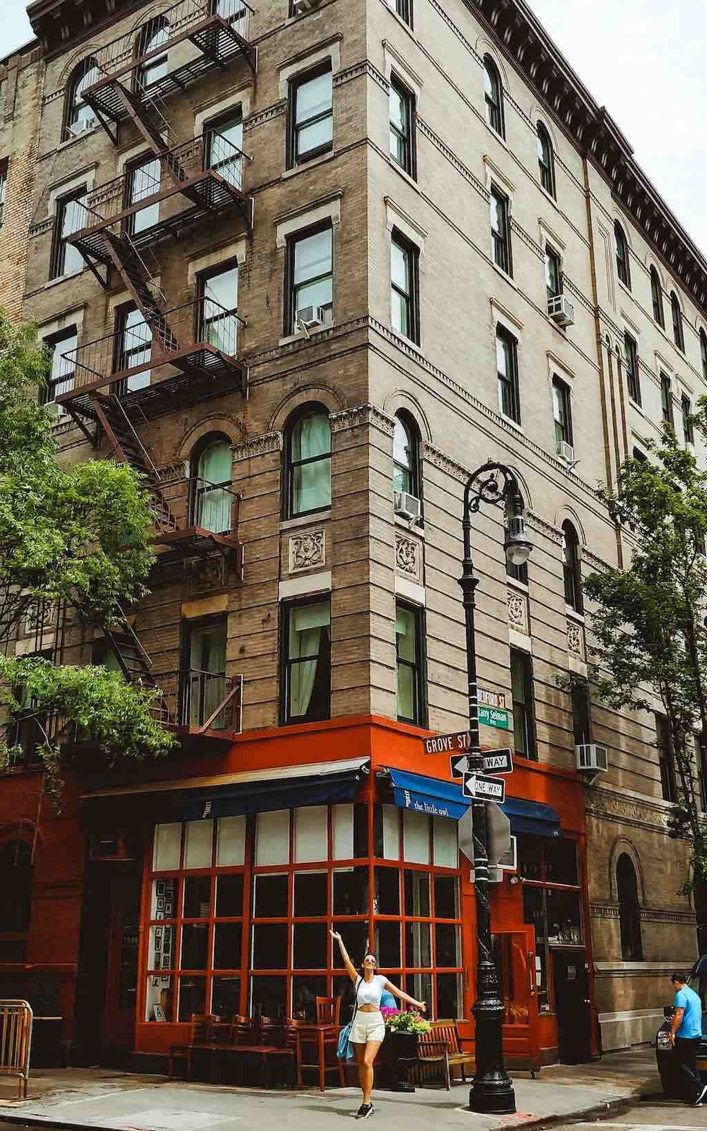 Nyc Instagram Spots The Friends Building On Corner Of Bedford St Grove New York City