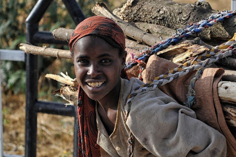 Photo Firewood II (Ethiopian Portrait VI) par Nicole Cambré on 500px