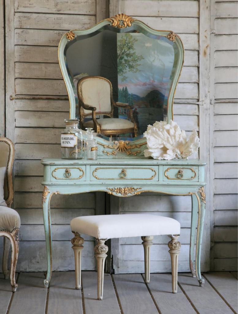 This would be our prefect dressing table ❤