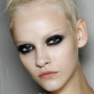 Platinum Color Holders, white hair, bleach, short hair