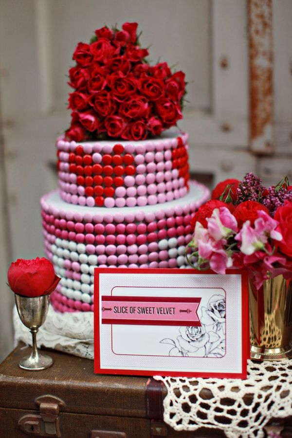 Mod Valentine\'s Day Wedding Inspiration | Brown betty, Cake and ...