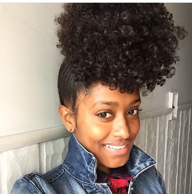 Malaika Russell Pineapple Hairstyle Curly Hairstyles Hairstyles For Curly Hair Low Manipulation Hairstyle Cur Pineapple Hairstyle Hair Puff Hair Styles