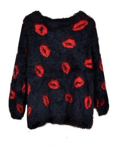 Sweater negro con labios
