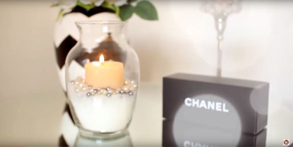 Pour A Jar Of Glitter Into An Empty Vase For This Easy Lighting
