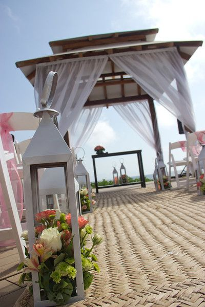 A wedding with a beautiful sky in an elegantly decorated gazebo... what could be better!? Up to 250 guests can be accommodated here. #NowAmber