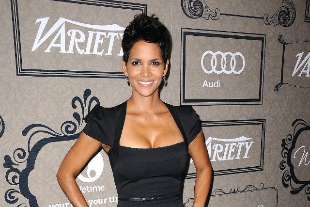 Halle Berry is a Whole Foods Shopper - Foodista.com