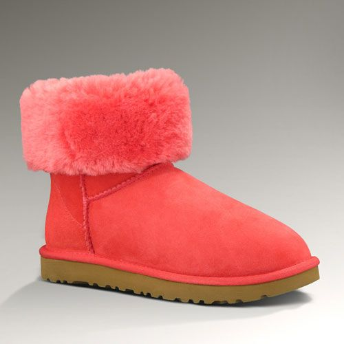 Womens Classic Short Ugg $150...cute for cool Spring days