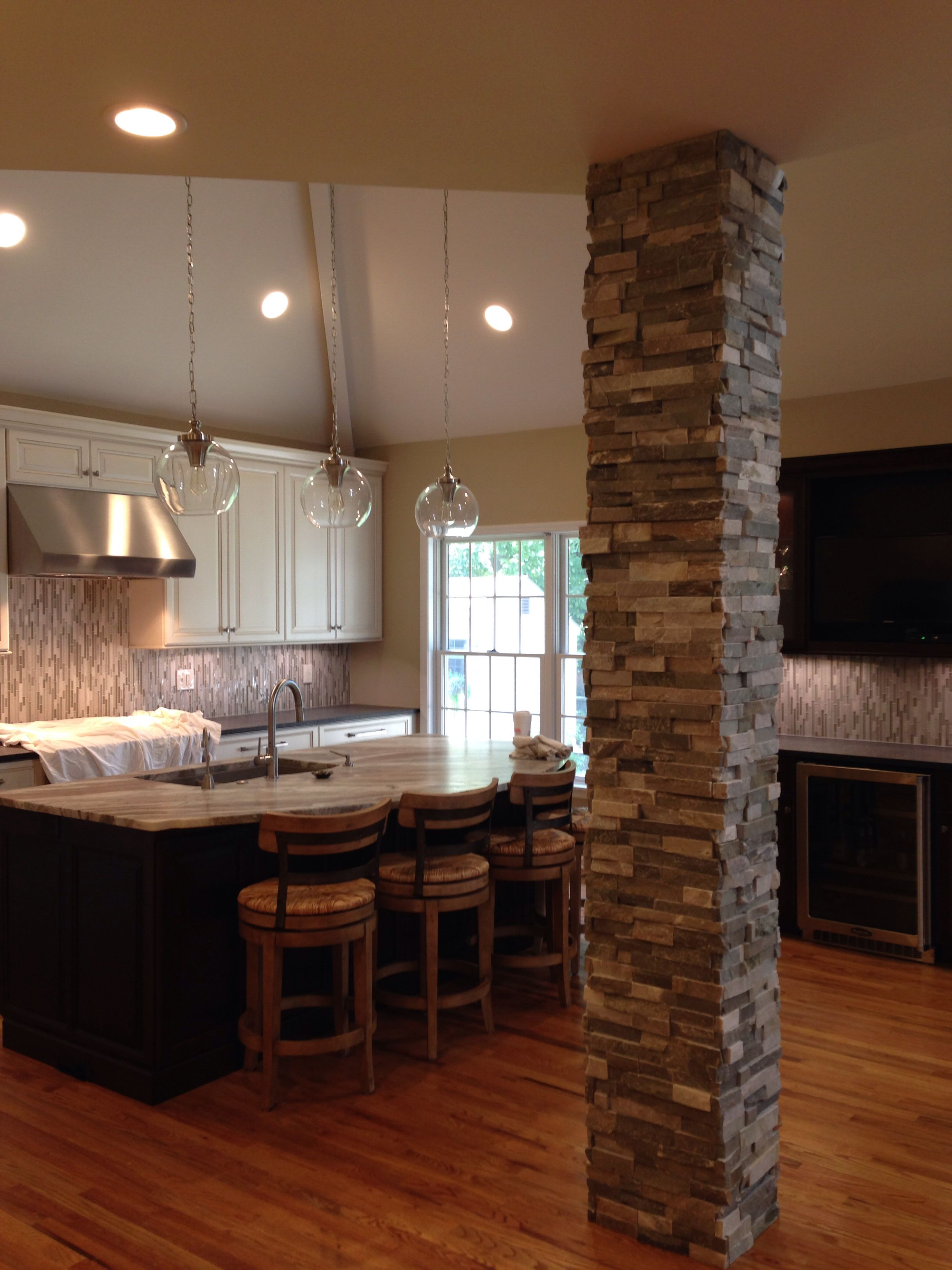 Nice Backsplash With The Column Done In The Front With