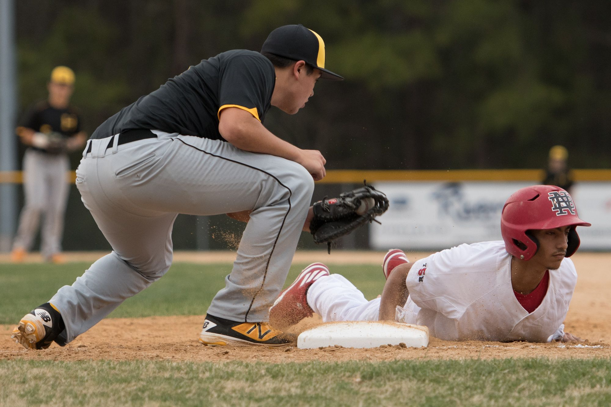 Havelock S Grant Callaway 17 Tries To Tag Out New Bern S Jaren Vizcarrondo 13 At At First Base During A Baseball Game At New New Bern Baseball Games Sports