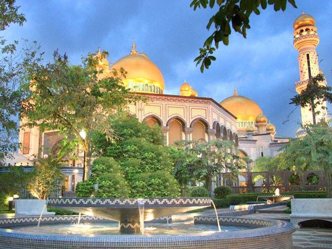 مسجد جيمي العصر بروناي Jamie Asr Masjid Brunei Beautiful Mosques Beautiful Architecture Islamic Architecture