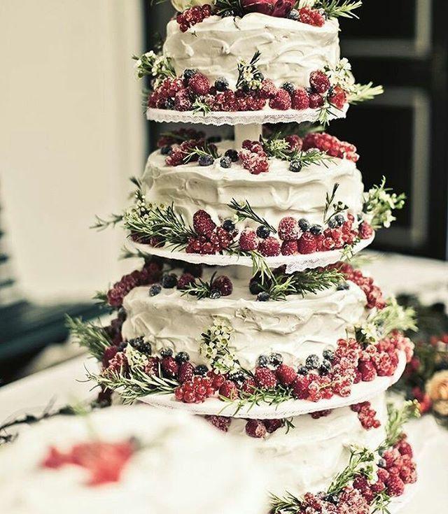 Cris Veillard On Instagram A Por El Lunes Berry Wedding Cakewedding