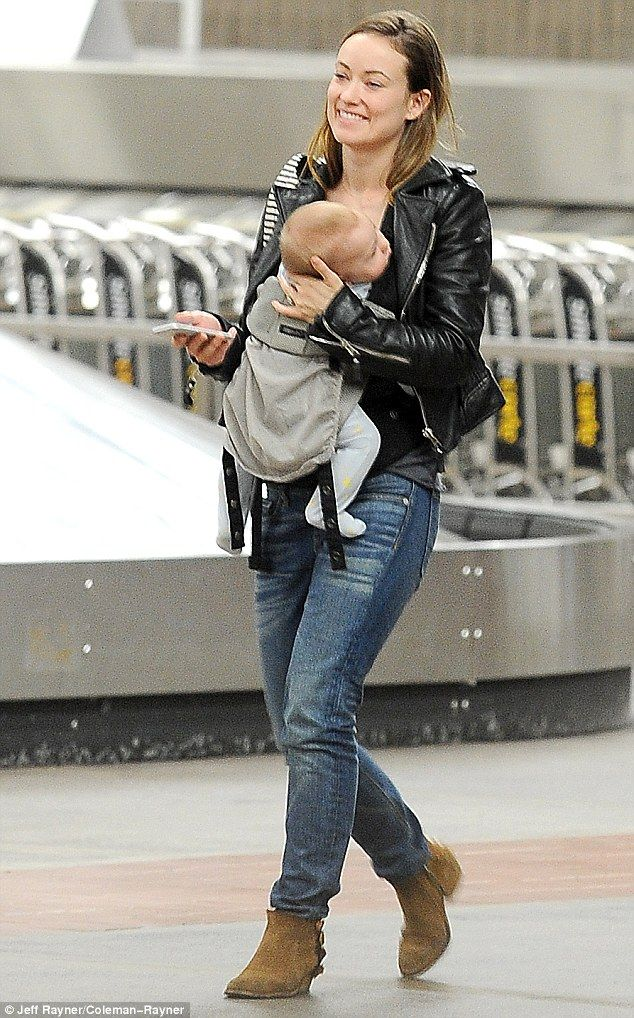 a0cd1f78b48 The LÍLLÉbaby COMPLETE carrier is the perfect accessory for gorgeous Olivia  Wilde while she travels with Jason Sudeikis.
