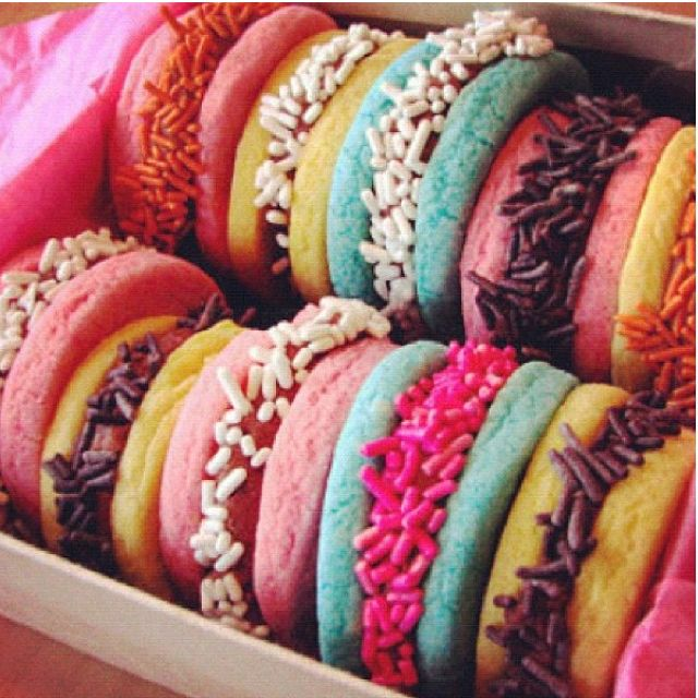 Coloured Macrons.. Want them right now!! ♡