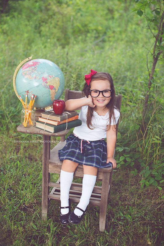10 Creative & Fun Back-to-School Photo Ideas #backtoschool #creative #fun #ideas #photo #pre-schoolpictures #school #backtoschool
