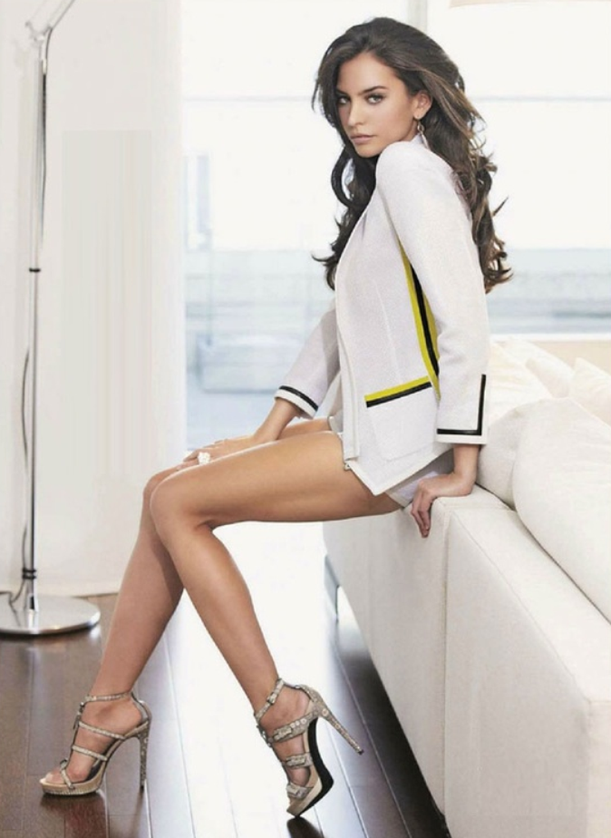 0cc9149beee7 Gorgeous girl with perfect legs