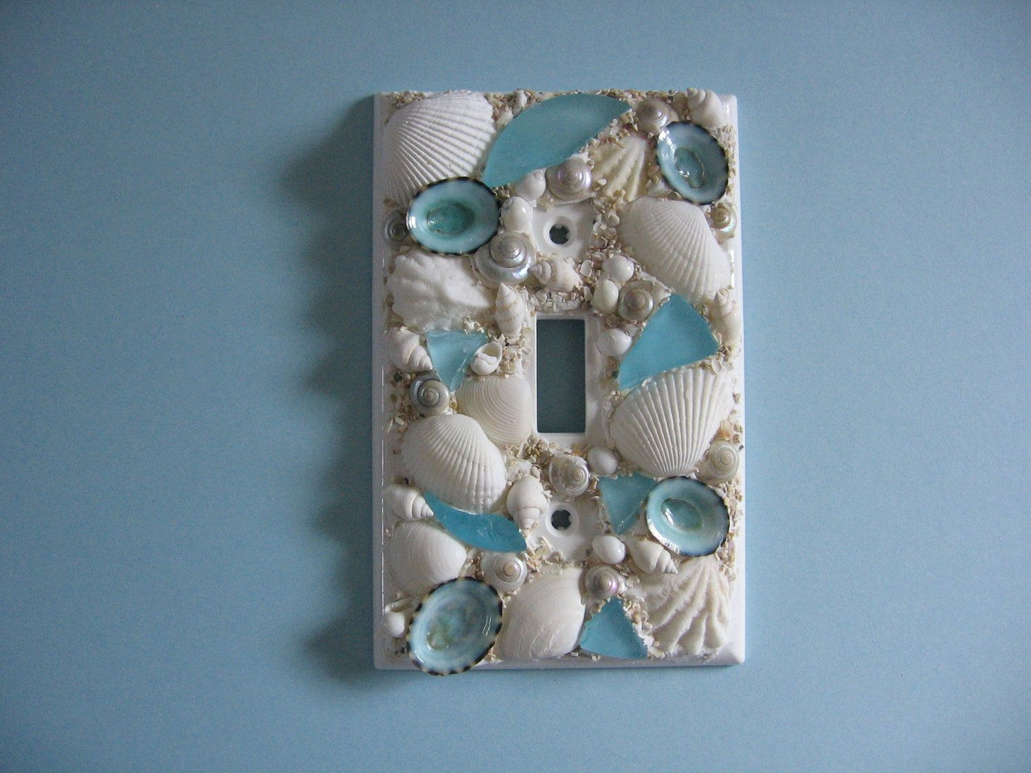 Seashell And Seaglass Encrusted Single Light Switch Plate Etsy Seashell Crafts Beach Theme Bathroom Sea Shells