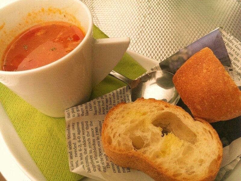 トマトスープとパン