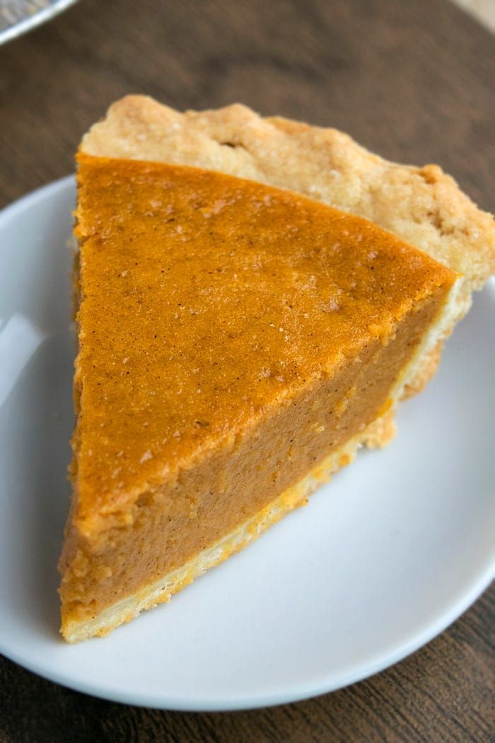 Easy Pumpkin Pie Recipe {5 Ingredients}