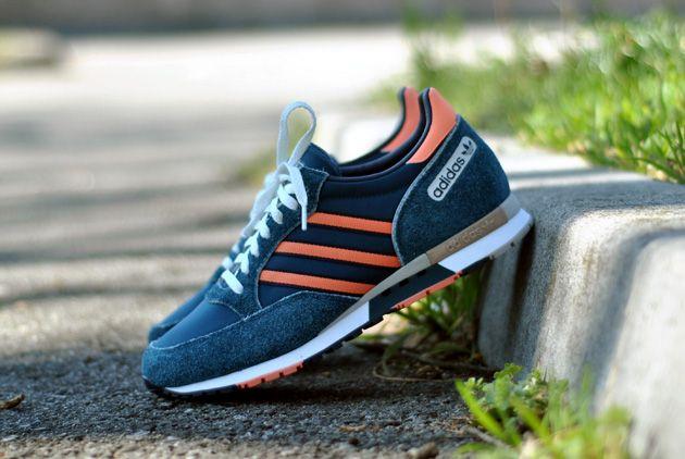 f8e165b3c9df adidas Phantom Bleu Orange - Disponible - Sneakers.fr