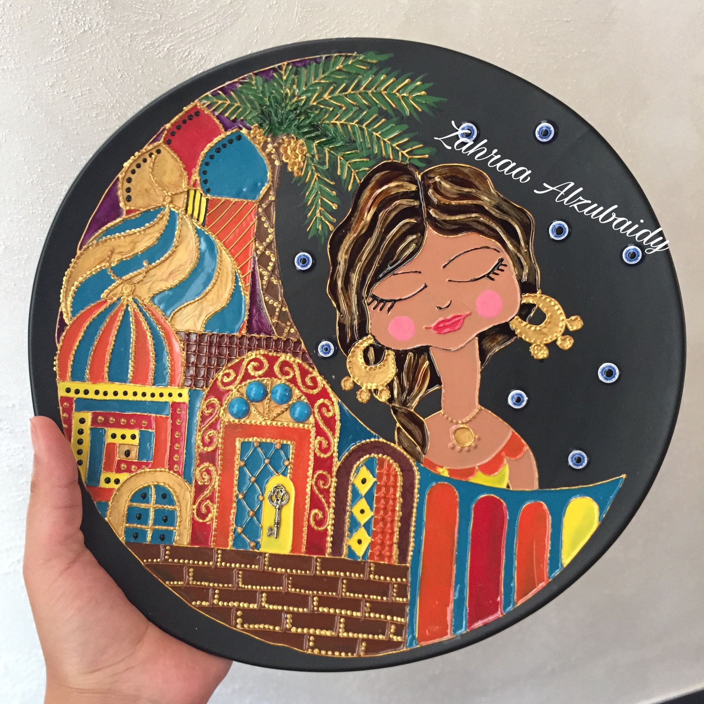 رسم على الصحون بغداديات رسم على الزجاج شناشيل بغدادية Colorful Art Art Quilts Pottery Art