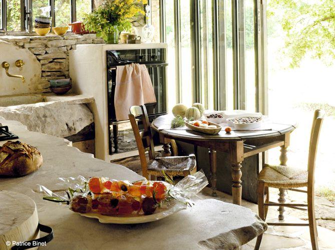 Une cuisine campagne avec plan de travail en pierre Glace fruits on - Table De Cuisine Avec Plan De Travail
