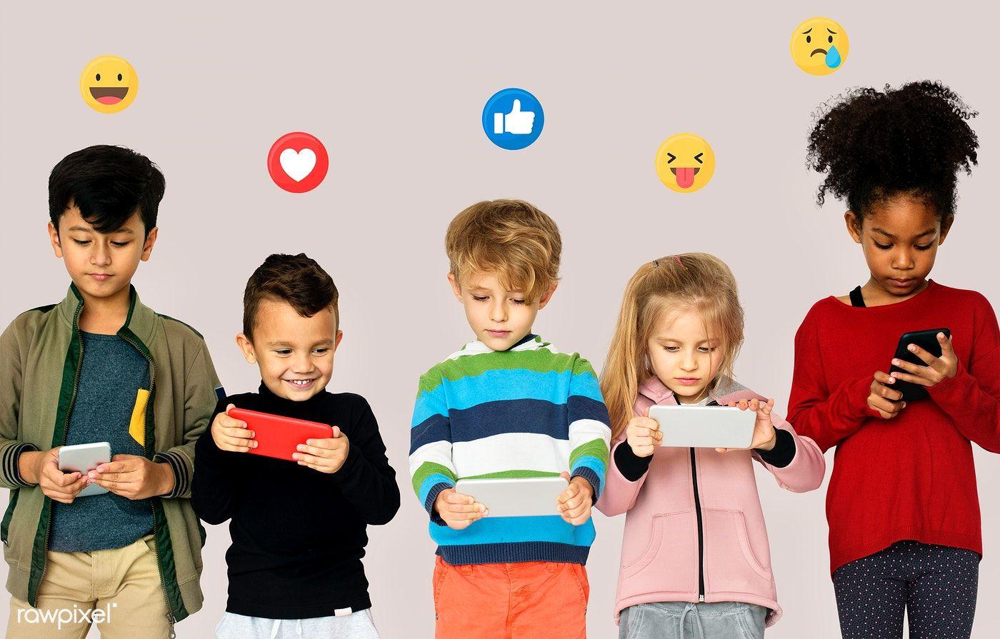 「kindergarten kids play mobile phones」的圖片搜尋結果