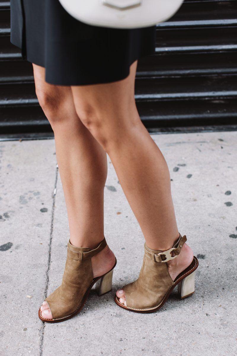 0ebee53f77f Jacey Duprie of Damsel in Dior in the Tory Burch Gemini Link Peep-Toe Sandal