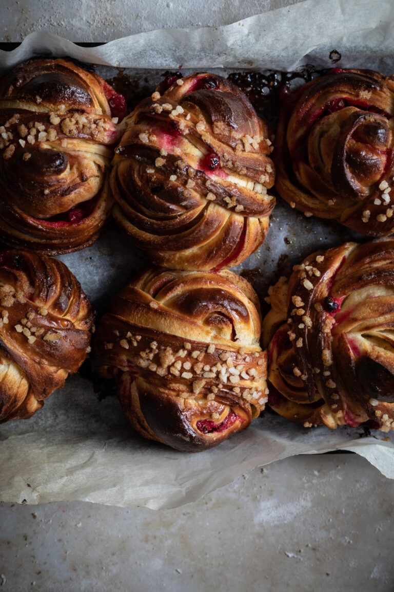 Cardamom buns with red currents - twigg studios %