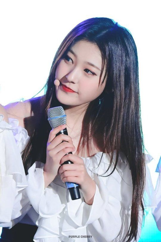 Pin By Strawburberry On Choerry Loopd Girl Celebrities Kpop Girls Olivia Hye
