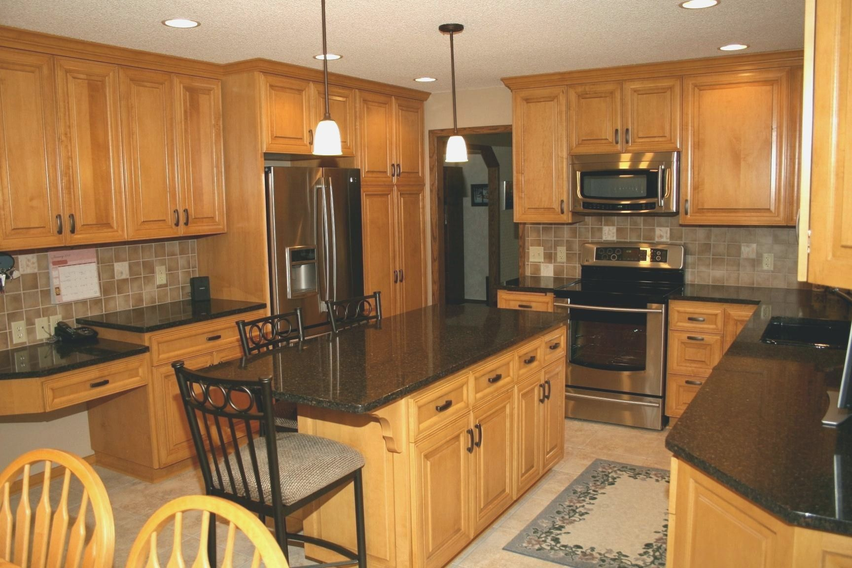 Kitchen Paint Colors with Maple Cabinets | Maple kitchen ... on What Color Backsplash With Maple Cabinets  id=11386