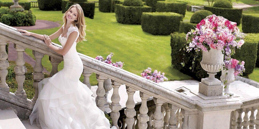 uno splendido sorriso della sposae la festa abbia inizio