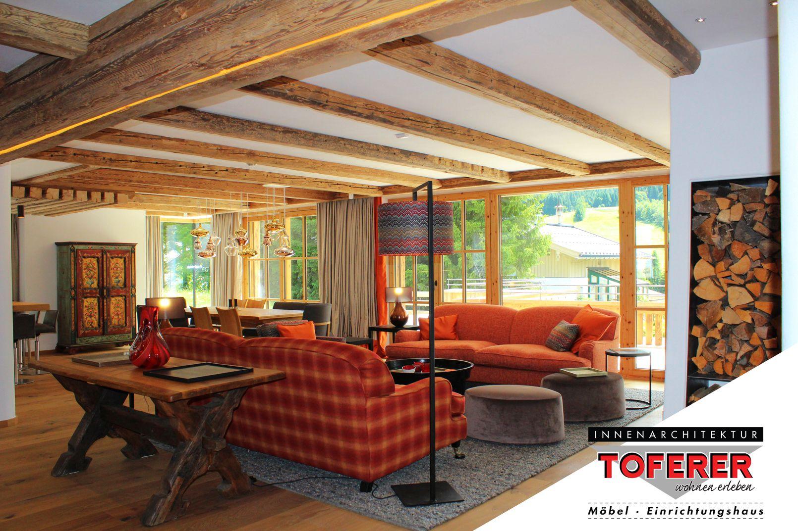 Offenes Wohnzimmer mit integriertem Essplatz von Innenarchitektur ...