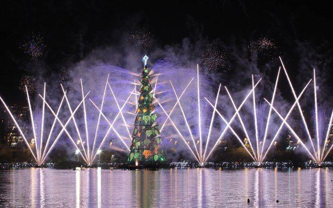 As mais lindas decorações de Natal no Brasil e no Mundo - Fotos - iG turismo.ig.com.br652 × 408Pesquisar por imagens No Rio de Janeiro a árvore mais emblemática é a que fica na Lagoa Rodrigo de  Freitas, na zona sul da cidade.