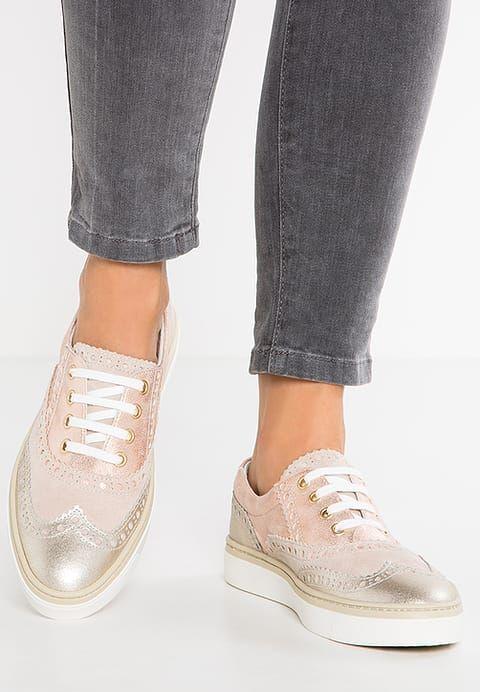 76732a221918d3 Chaussures Pier One Chaussures à lacets - rose /multicolor or rose: 60,00 €  chez Zalando (au 28/02/17). Livraison et retours gratuits et service client  ...