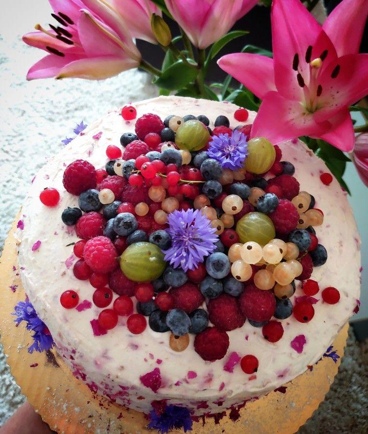 Malinowy Krol Przystrojony Owocami I Jadalnymi Kwiatami Food Acai Bowl Breakfast