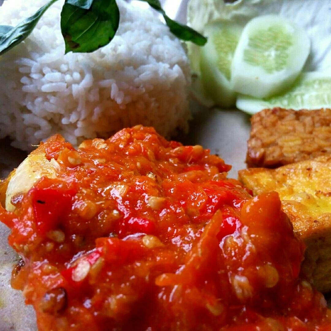 Nasi Ayam Goreng Saber Sambal Merah Extra Pedas Ayam Goreng
