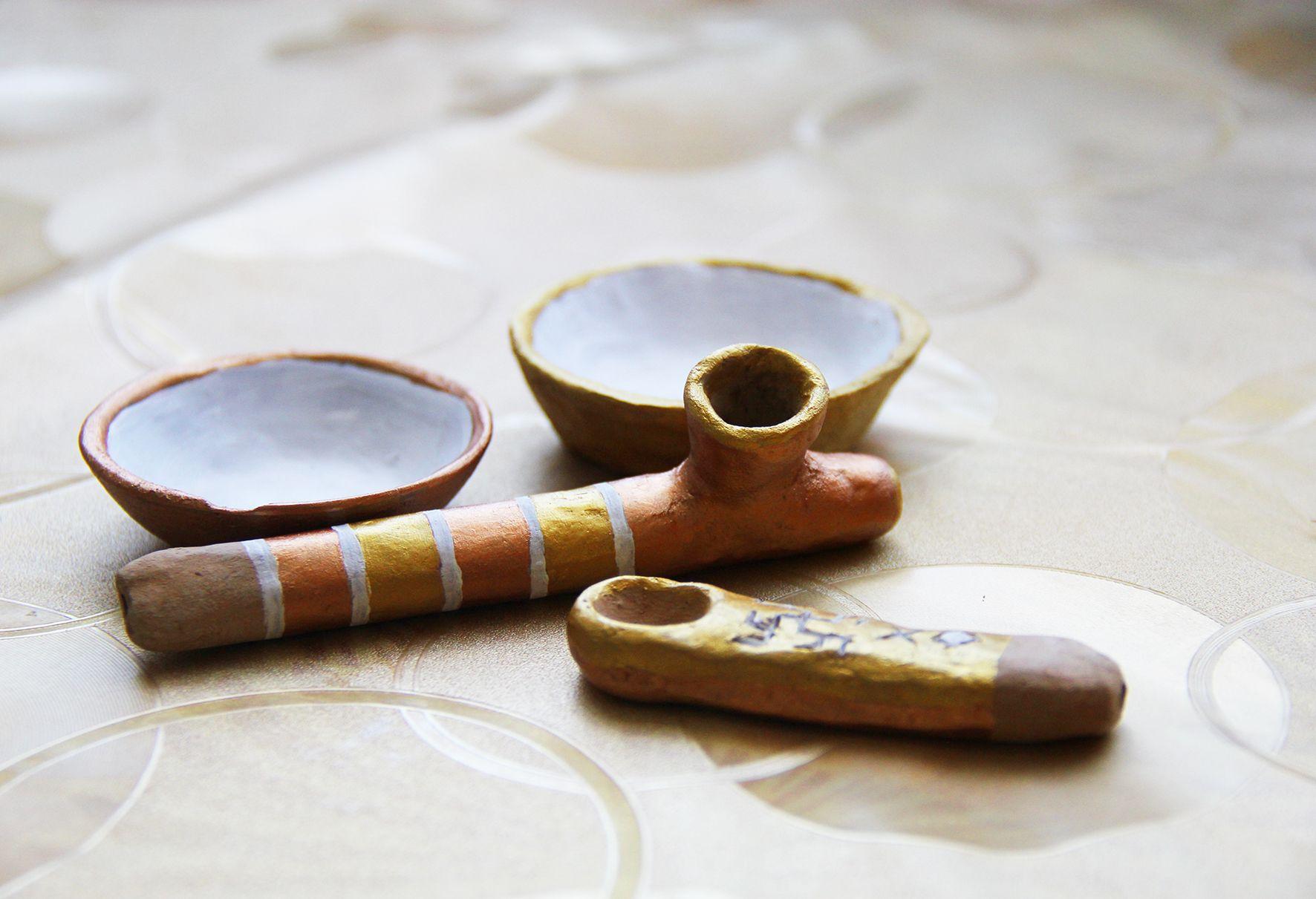 Ручной работы глиняные соусницы и трубки. Фото Evgenia Shveda