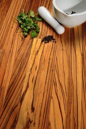 Kombinieren Sie Zebrano mit schwarzen Schränken für einen - holz arbeitsplatten küche