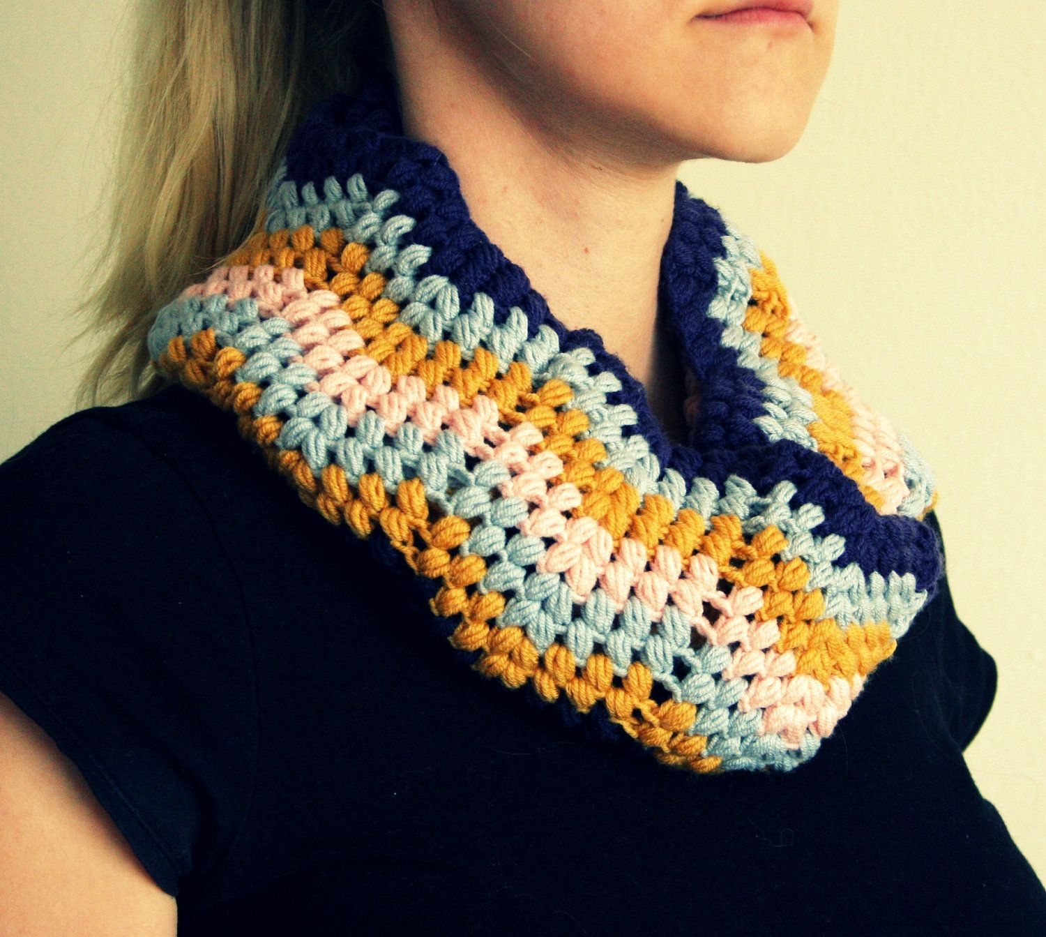 Lovely colours and stitches! Infinity Scarf, Cowl crochet pattern ...
